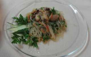 Салат фунчоза с морепродуктами