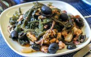 Теплый салат с морским коктейлем