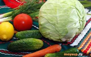 Салат с капустой и огурцом и морковью