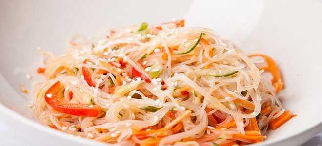 Салат из стеклянной лапши с овощами