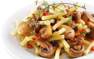 Грибы с макаронами рецепт на сковороде