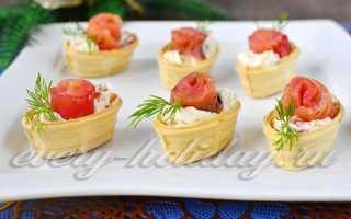 Праздничные тарталетки с сыром и красной рыбой