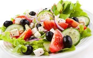 Греческий салат с мясом