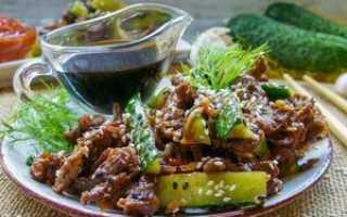 Салат с мясом и маринованными огурцами