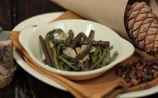 Салат с папоротником и мясом и морковью