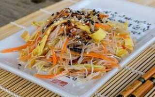Салат из рисовой лапши фунчоза с овощами