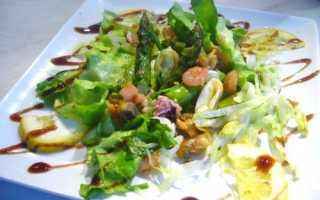 Коктейль из морепродуктов в масле салат