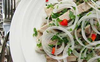 Салат мясной с маринованным луком
