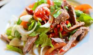 Салат с вареной свининой